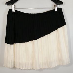 New Pleated Accordion Skirt Black White Colorblock